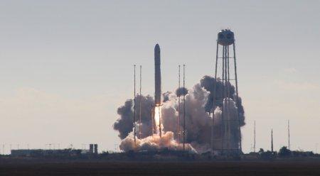 Ракета-носитель Antares стартовала с кораблем Cygnus