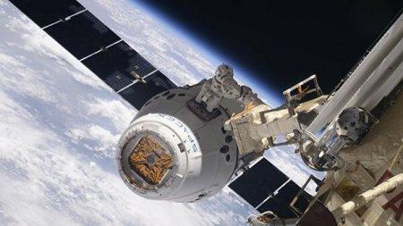 Грузовой корабль Dragon приводнился в Тихом океане после полета на МКС